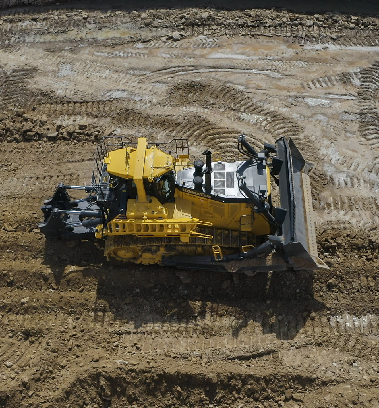 The first worldwide D475A-8 Dozer in action